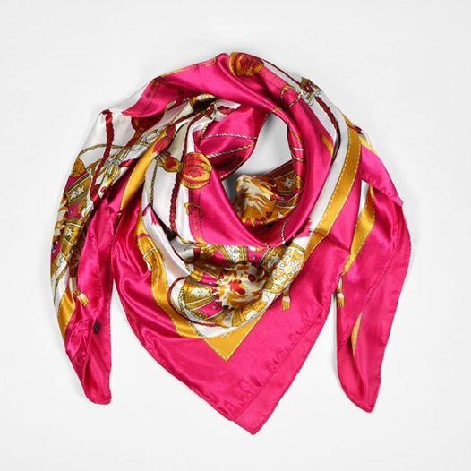 foulard storia di un accessorio senza tempo la personal shopper ci insegna come portarlo oggi. Black Bedroom Furniture Sets. Home Design Ideas